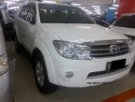 Foto Toyota Fortuner G Diesel 2.5 AT th. 2010 putih
